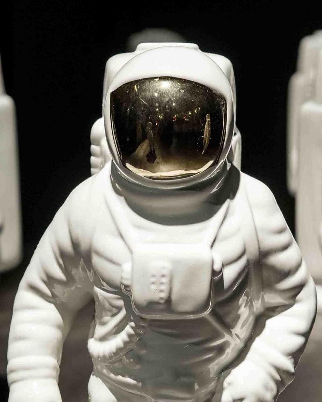 "太空人瓷器花瓶      Porcelain Vase Starman ""Cosmic-dinner"""