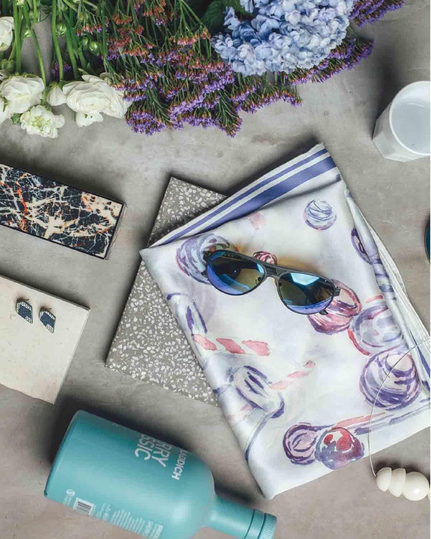 紫色海滩玻璃瓶印花丝巾